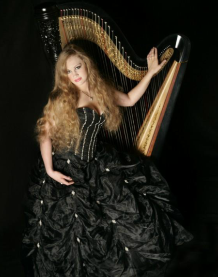 Sara Reyna – Harpist
